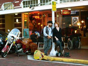 Roy Schneider & Kim Mayfield on street